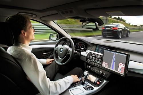 BMW научился ездить самостоятельно