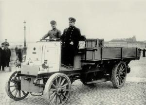 первый грузовой автомобиль в России