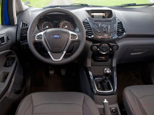 2015-ford-ecosport-salon